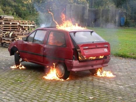 TIGNIS over voertuig - vuur gedoofd in enkele minuten.